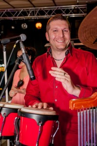 Mickael Mathey, chanteur, chef d'orchestre, Percussioniste, Magic Tempo